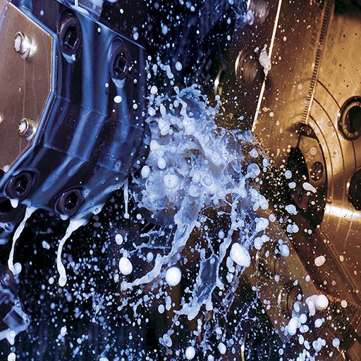 Oli emulsionabili per taglio e rettifica Oli emulsionabili per taglio e rettifica Gli oli emulsionabili sono sospensioni di gocce di olio in acqua ottenute miscelando l'olio con agenti emulsionanti e miscelanti. Un'emulsione ha un aspetto lattiginoso con dimensioni delle gocce di olio che vanno da 0,005 mm a 0,002 mm. Le emulsioni offrono raffreddamento adeguato con proprietà lubrificanti moderate.